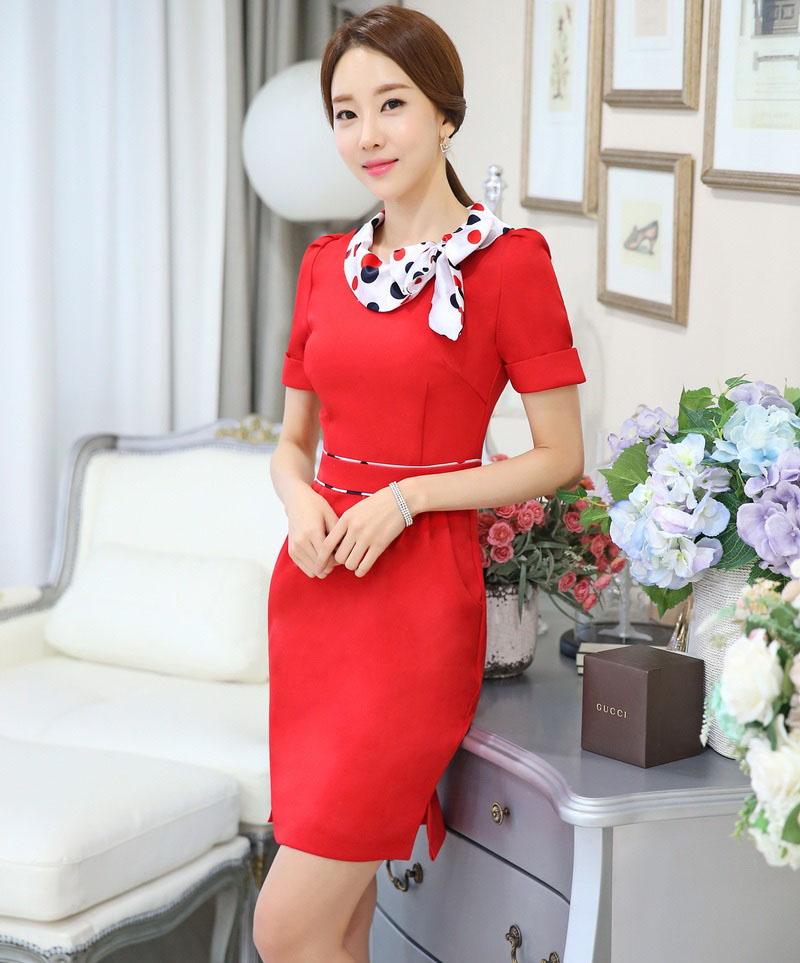 Шейный платок с красным платьем