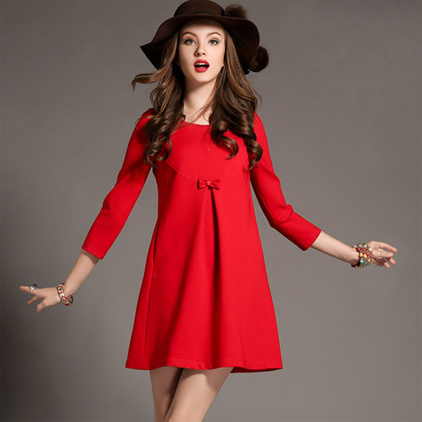 Короткое красное платье с закрытым верхом