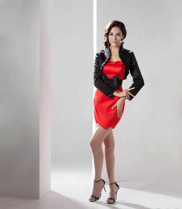 Красное платье с чёрным болеро