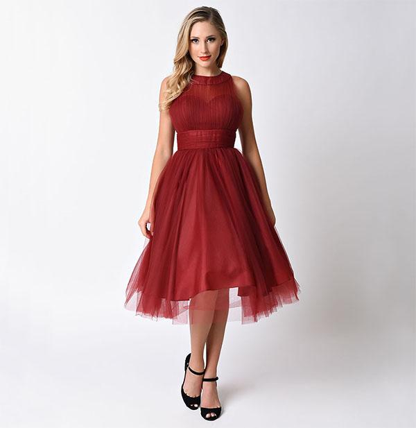 Красное платье тёмного оттенка