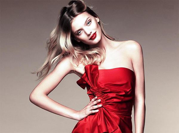 Красное платье и красные губы