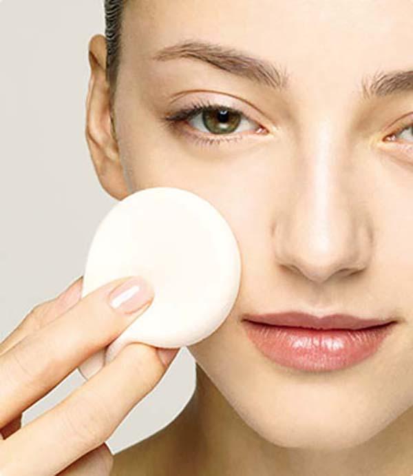 Нанесение базы под макияж спонжем и пальцами: шаг 3