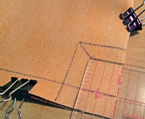 Разметка нижних углов на полотне сумки