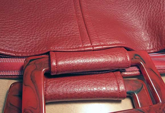 Вставляем ручки и отстрачиваем верхний край сумки