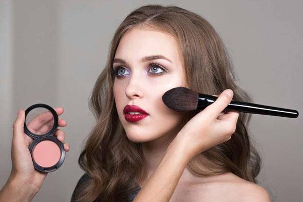 Как с помощью макияжа скрыть поры