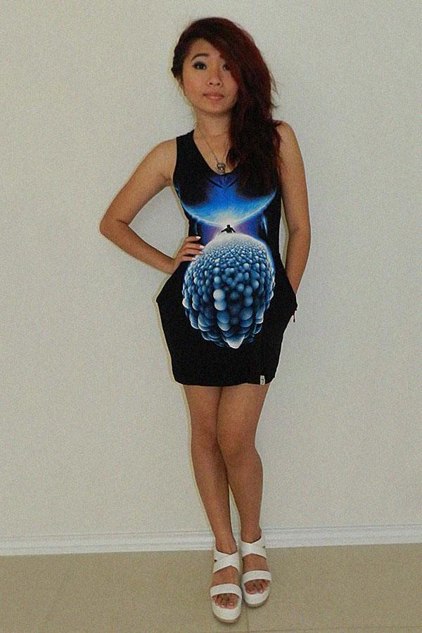 Приталенное платье из футболки с карманами
