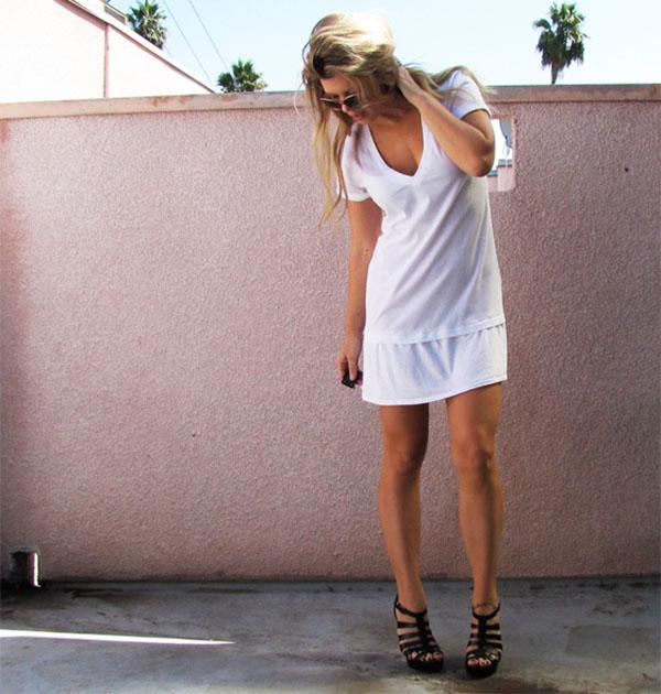 Платье из футболки с пришитой к низу полосой
