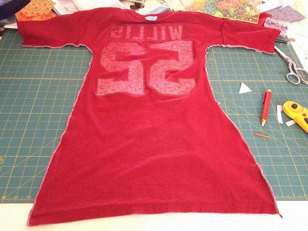 Облегающее платье из футболки: шаг 2