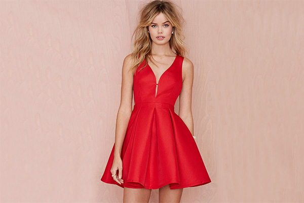 53bece393fb С чем носить красное платье